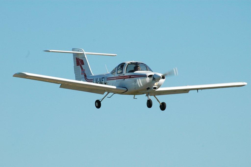 LN-NFU på finalen med fulle flaps. Illustrasjonsbilde (flygeeken er ikke i cockpit).