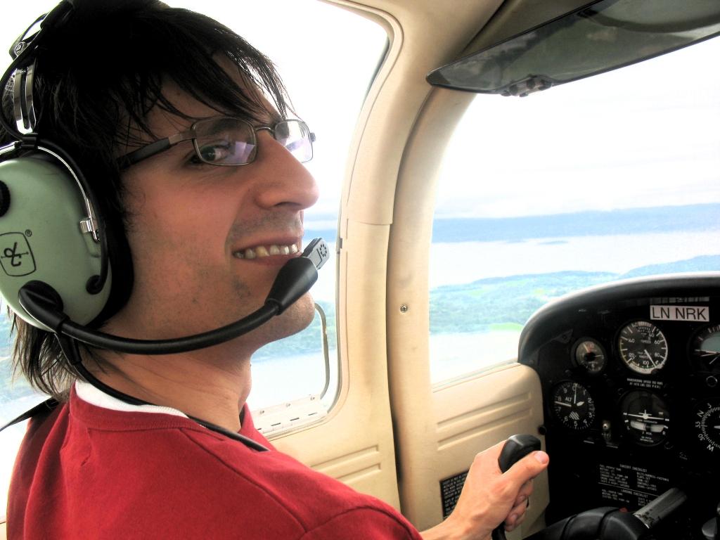 Flygeeken i LN-NRK i en høyde på 2000 fot og hastighet på 90 knop (KIAS).