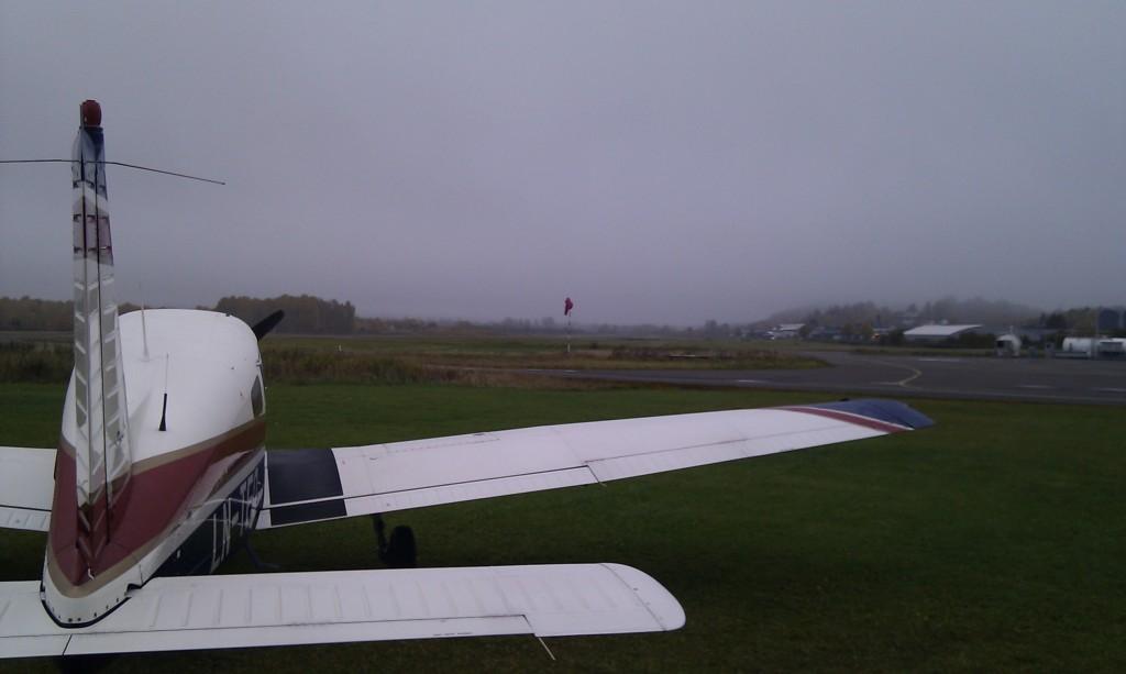 Kjeller, søndag morgen klokken 8 en dag i oktober, ser ikke mye lovende ut med lav stratus i ca. 200 fot.