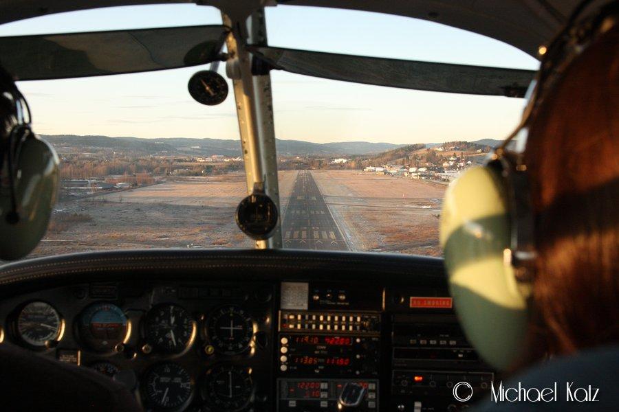 Landing på Kjeller RWY 30 etter en fantastisk vinterflytur over Oslo.