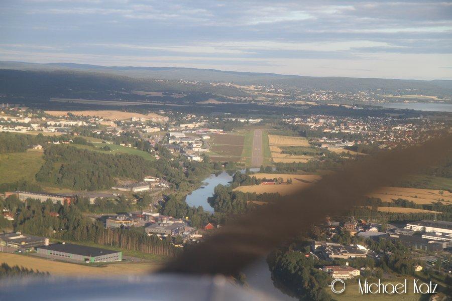 Landing på RWY 12 på Kjeller etter en flott sightseeingtur over Oslo.