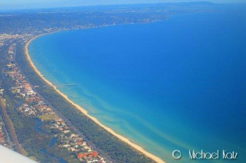 Melbourne beach med utsikt mot Mornington-halvøya.