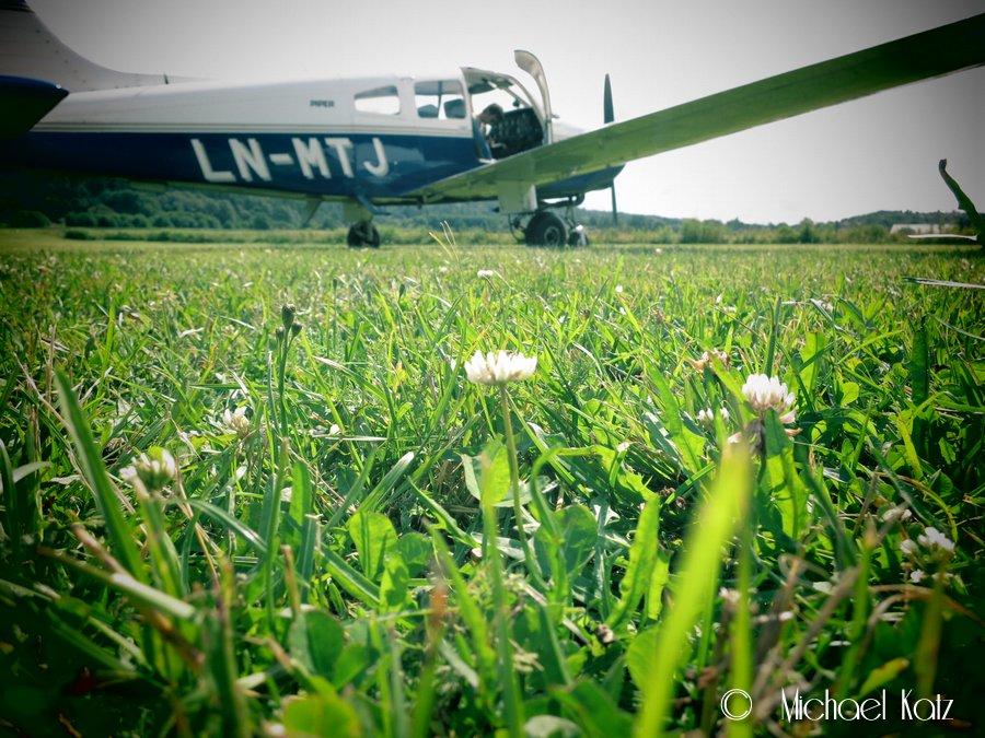 Fjällbacka flygfält har en veldig velholdt gressbane.