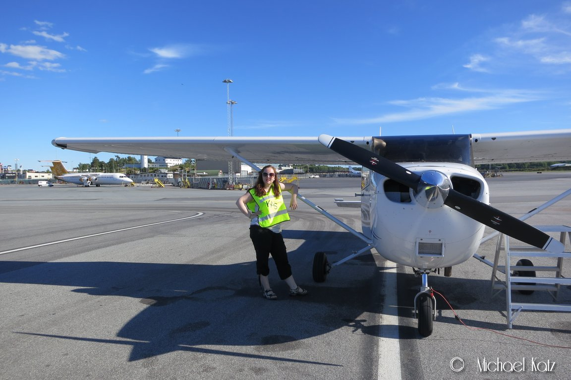 Kristin er godt fornøyd med hennes første tur i en Cessna 172.