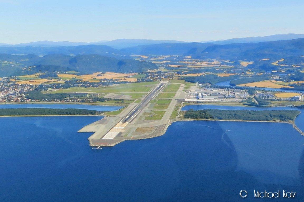 Værnes Lufthavn. © 2013 Michael Katz