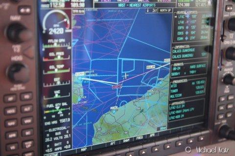 Garmin G1000-kartet viser kryssingen av den Engelske kanalen fra Midden-Zeeland i Nederland til Manston i England. Turen over tok 1 time.