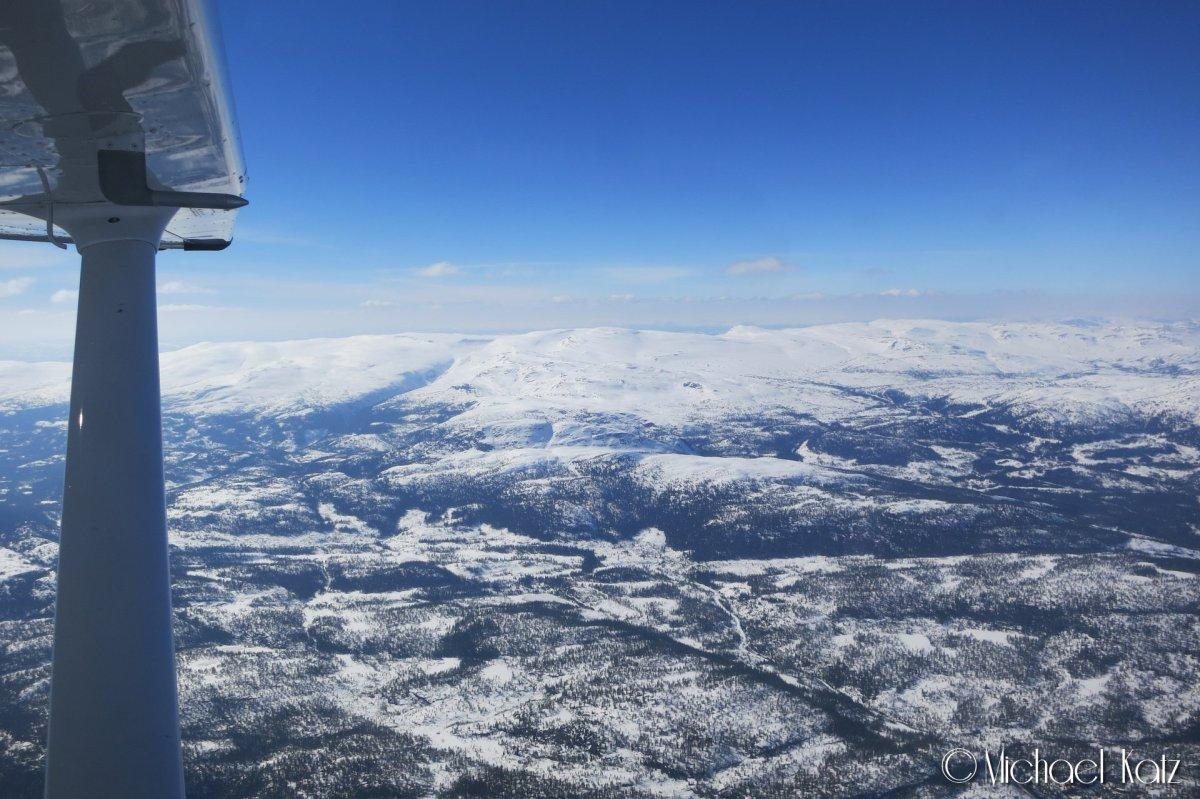 Flott snødekt landskap mot syd på vei gjennom Hallingdal.
