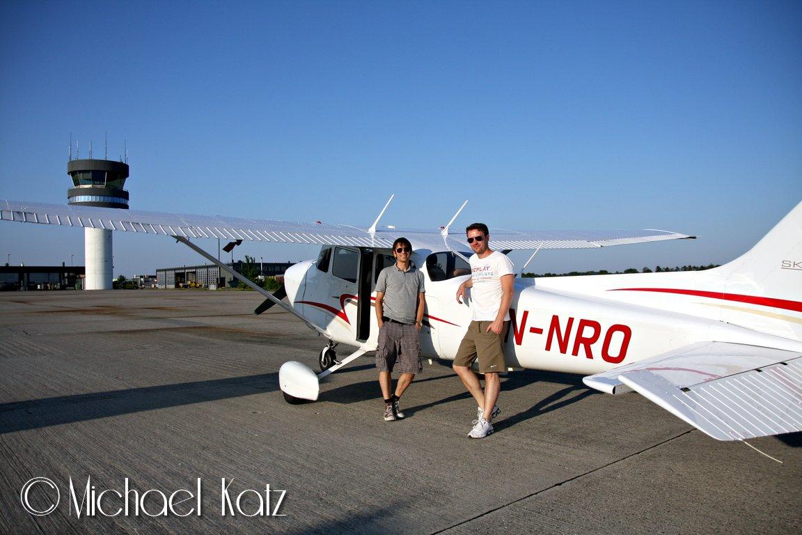 Meg, Ola og LN-NRO på Roskilde Lufthavn.