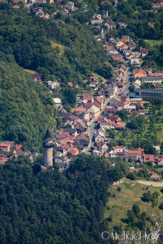 Det er mange idylliske småbyer i Tsjekkia. Her over Stramberk. © 2017 Michael Katz