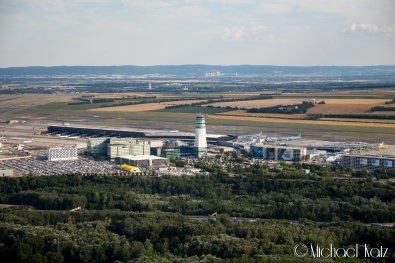 Nærpassering av Wiens internasjonale lufthavn. Håper vi ikke forstyrret deg for mye! © 2017 Anders Skifte