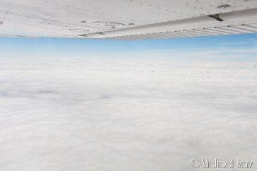 VFR on top enroute til Stendal fra Bayreuth. Det var tett med skyer mot sør og øst. Selv om vi visste at destinasjonen ville ha klarvær, var det noe nervepirrende å ikke se noe land under oss i alle retninger. © 2017 Anders Skifte