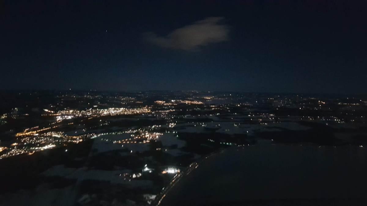 Det er veldig vakkert å fly om natten.