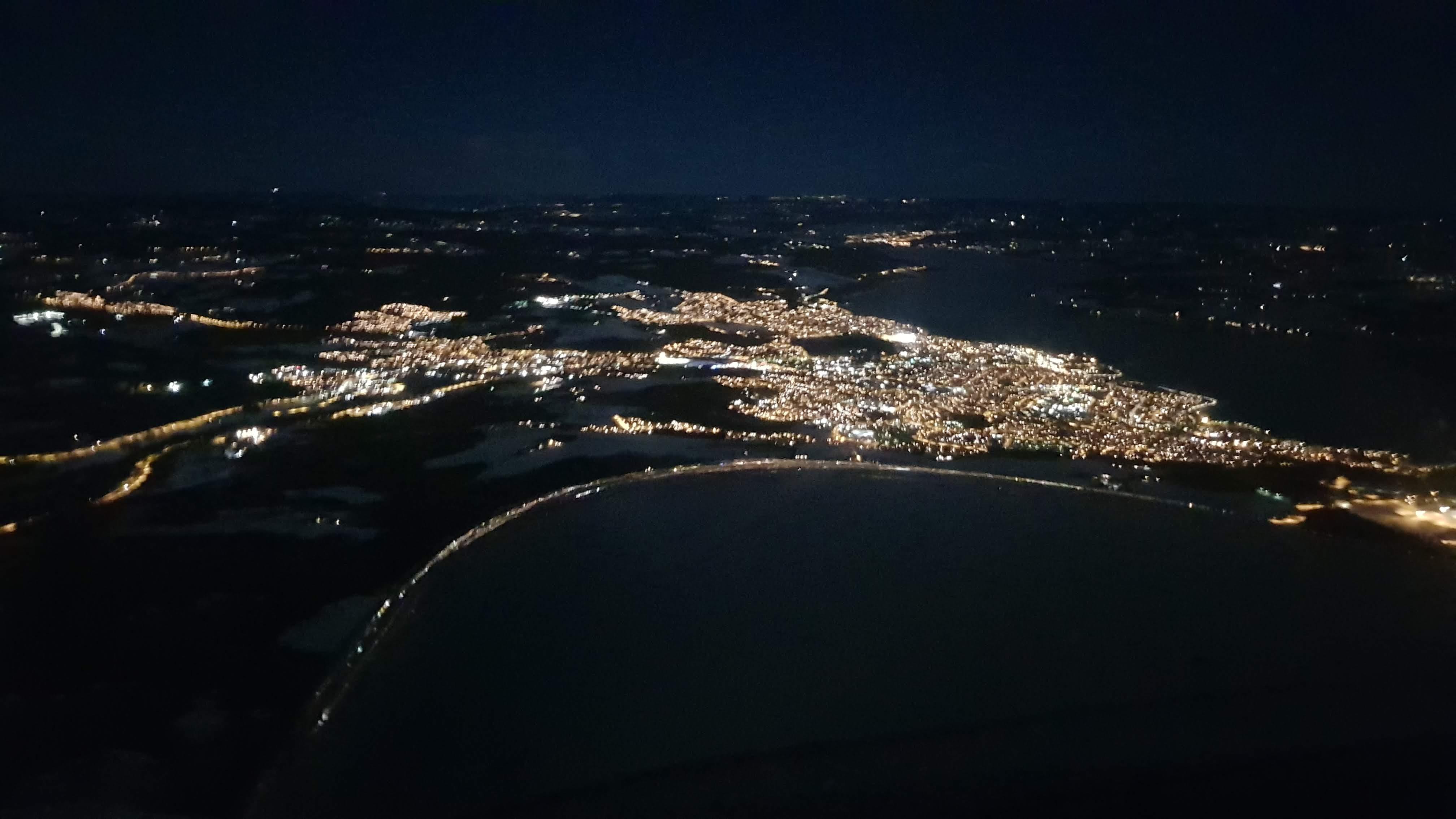 Passering over Gjøvik om natten.