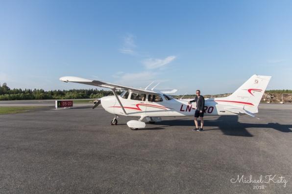 Ola med LN-NRO på Gullknapp Lufthavn.