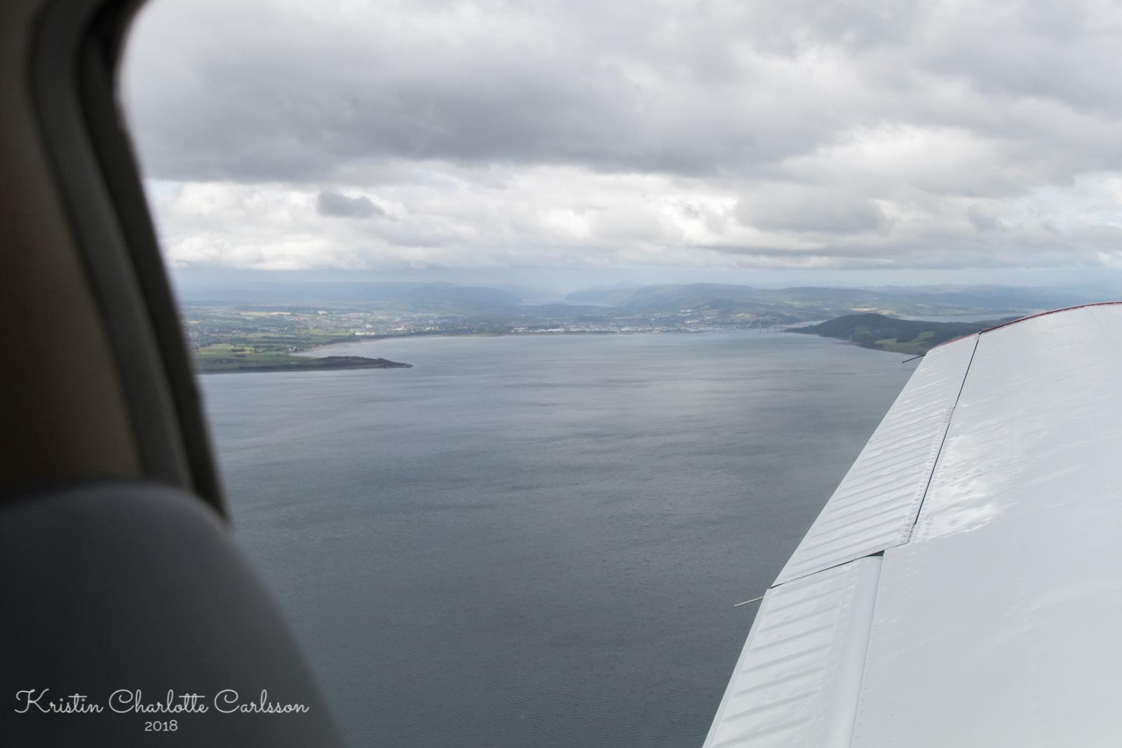 Inverness innerst i fjorden med Loch Ness i bakgrunnen. Ingen sjøormer i sikte!