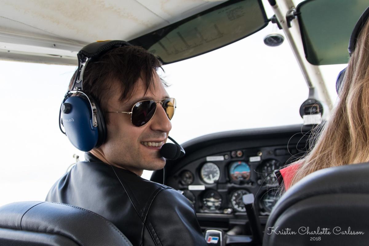Bak spakene igjen på en Piper PA-28 Cherokee.