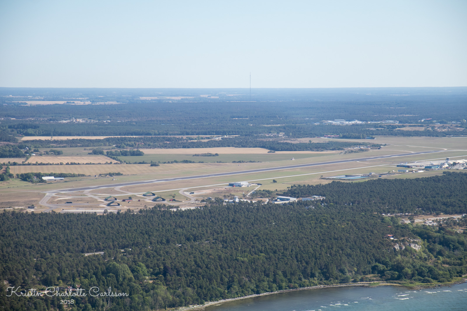 Klarert for landing på bane 21 på Visby Flygplats på Gotland.